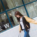 お勧めの韓国レディースファッション。スカジャン風のレトロジャケット。